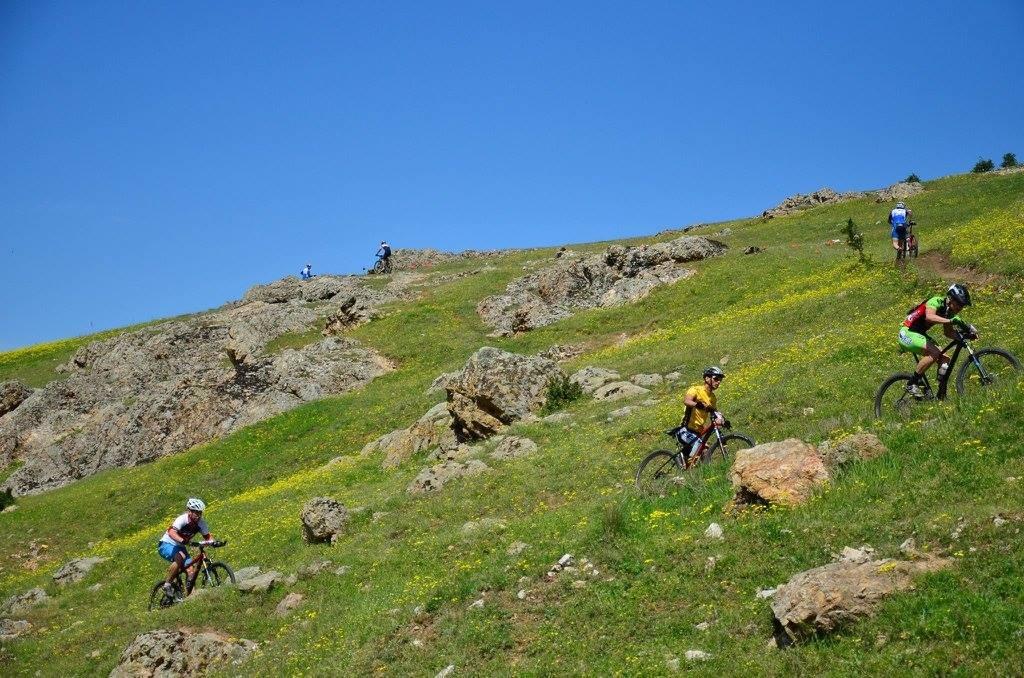 Ziua de XCO: antrenament pe traseul din cariera de piatra de la Somova, Tulcea