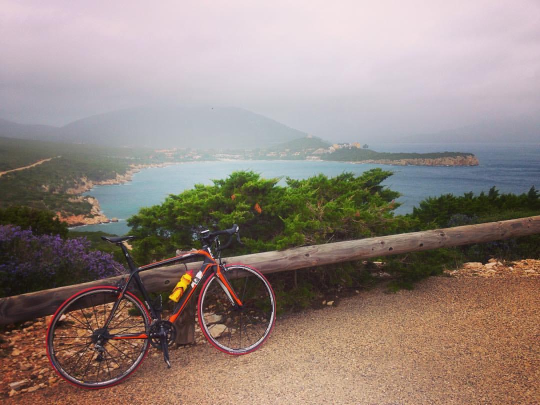O săptămână pe cursiere în Sardinia: intre cantonament si cicloturism racing